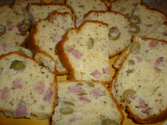Cake-moutarde-a-l-ancienne-origan-jambon-olives