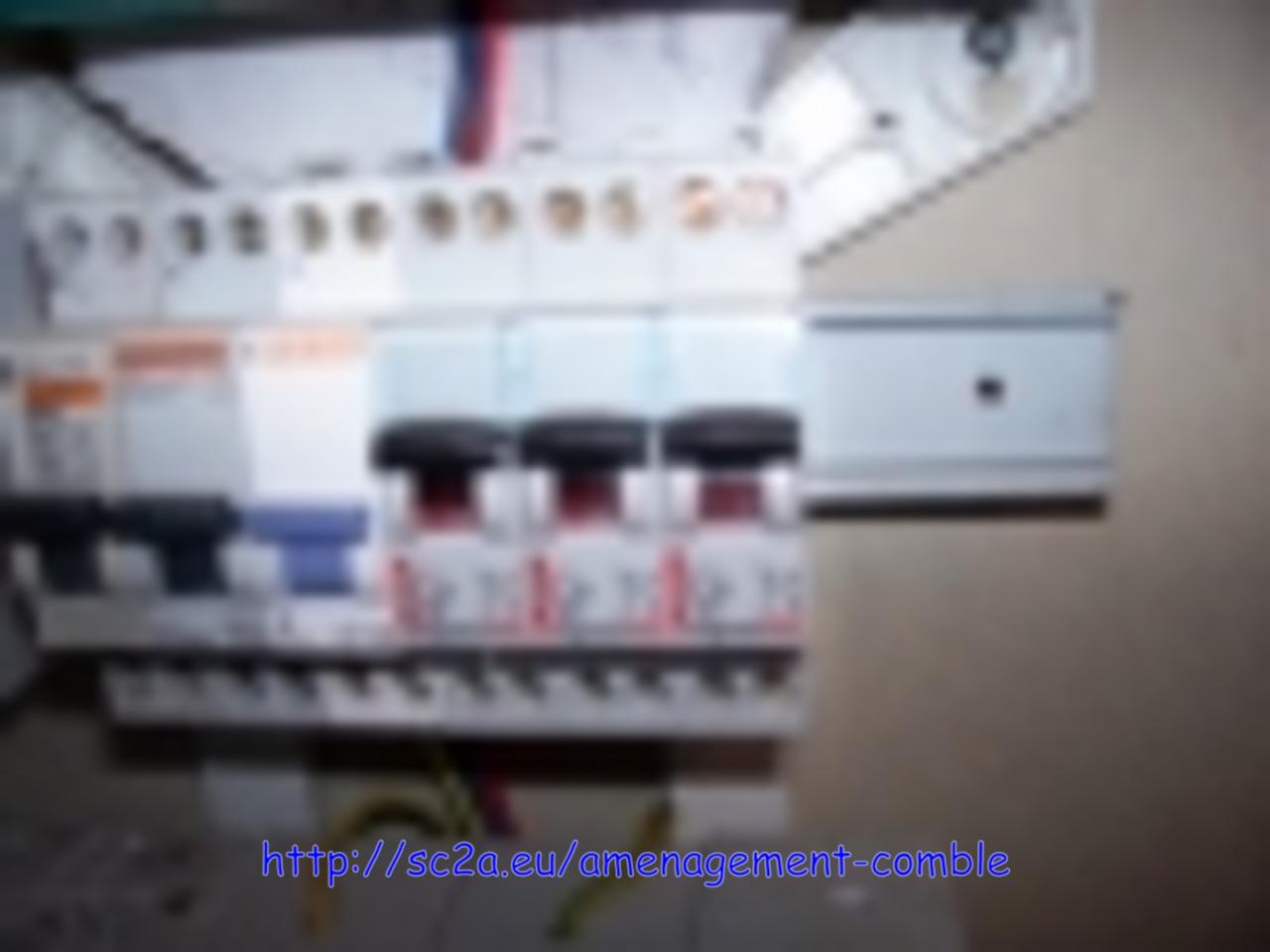tableau d\'alimentation électrique combles 1