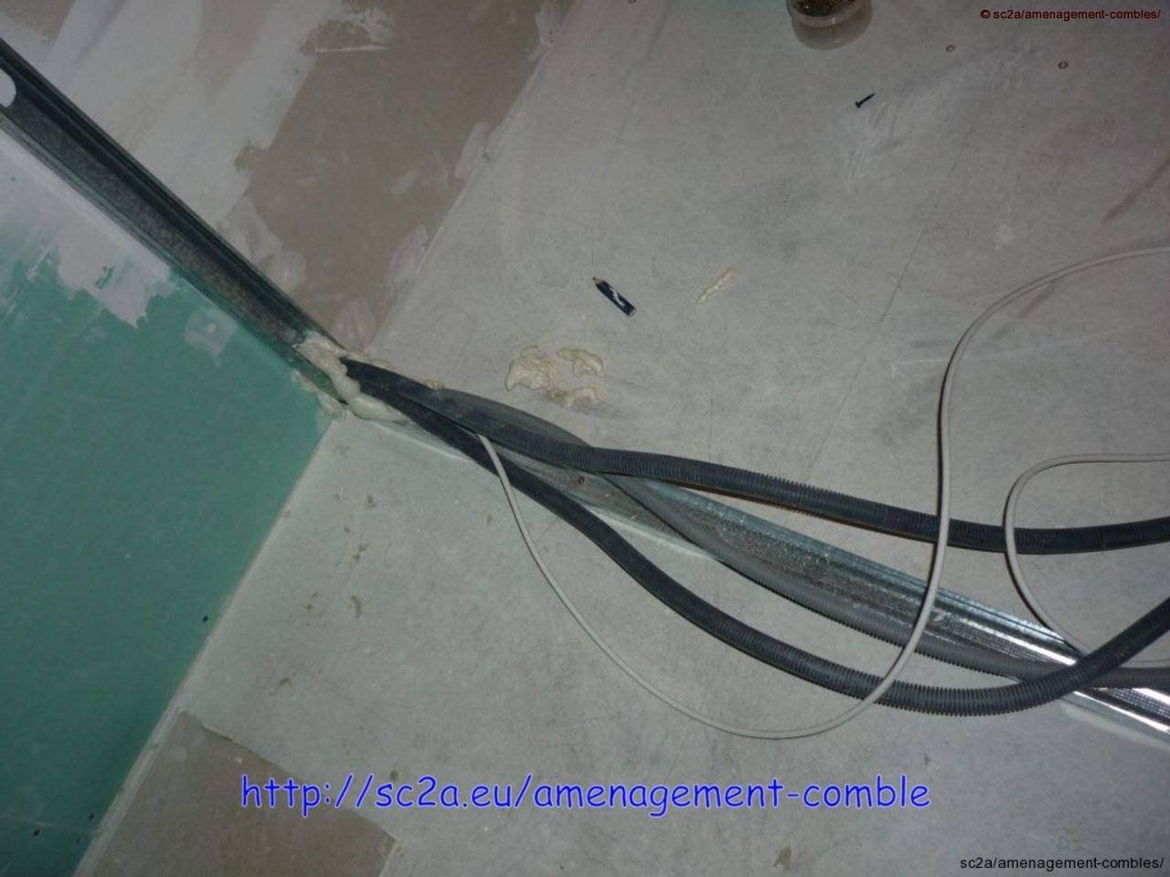 passage de gaine électrique dans rails à placo