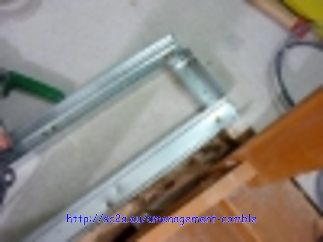 pose rail montant placoplatre - montée escalier