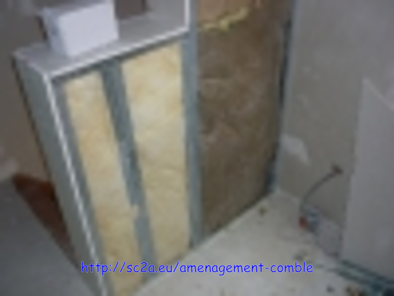 pose rail montant placoplatre - laine de verre - montée escalier 1