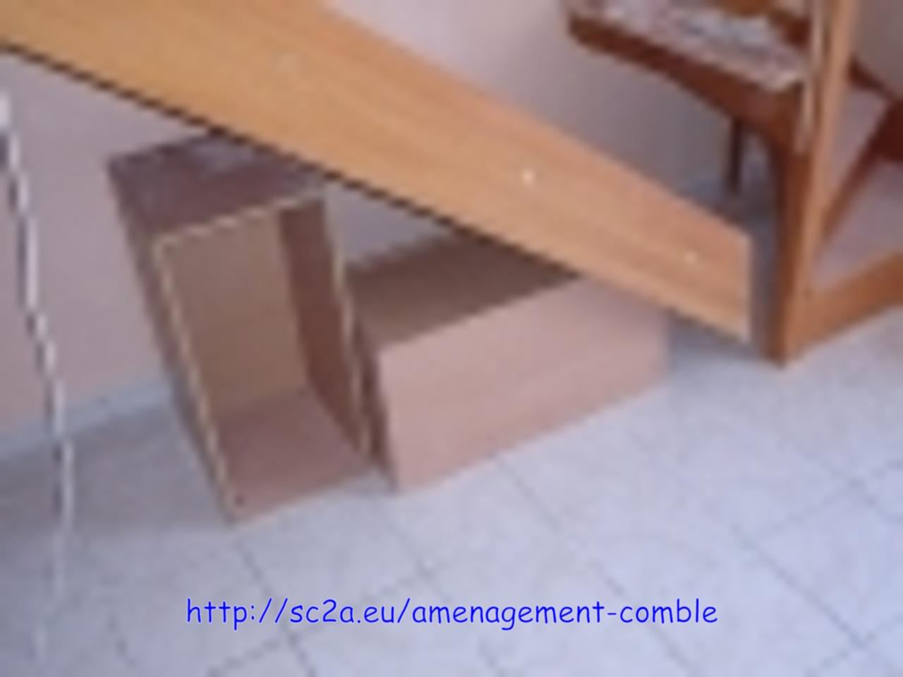 Mise en place provisoire des éléments en kit de l\'escalier