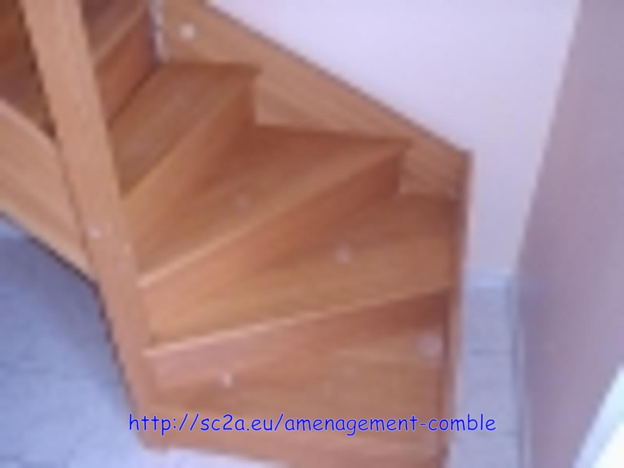 Mise en place provisoire de l\'escalier - vue du quart tournant assemblé