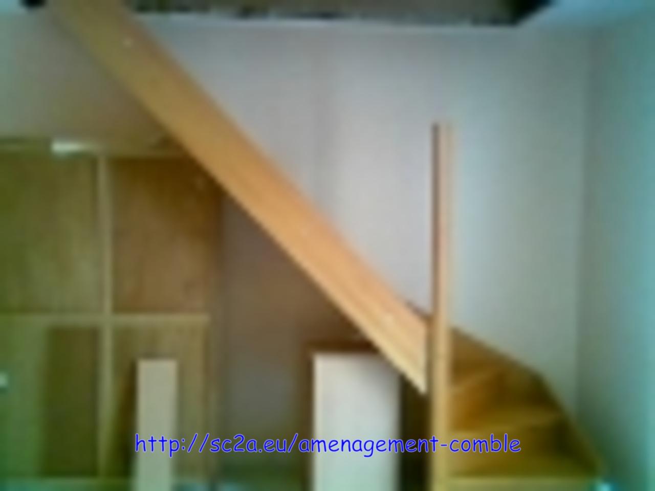 Mise en place provisoire de l\'escalier - assemblage des éléments en kit 1