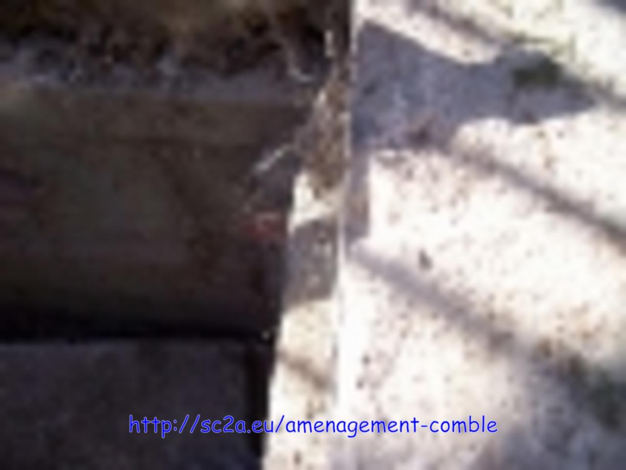 Bords supports métalliques sous les lambourdes dans le béton 1
