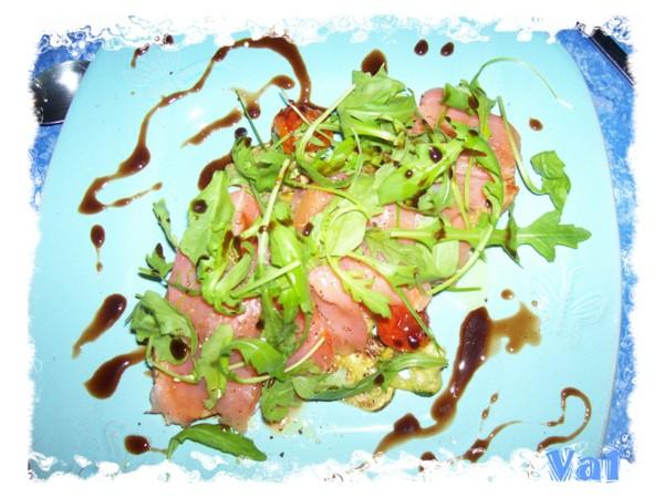 Petite tartine de saumon et son lit de légumes