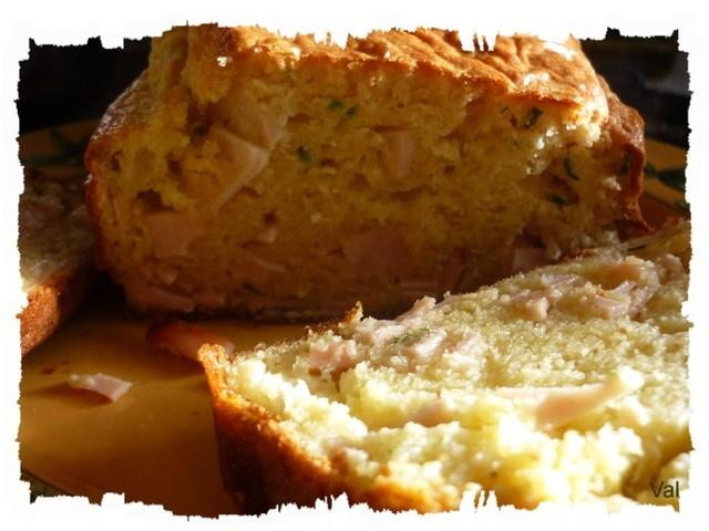 Cake au blanc de poulet braisé et à la ciboulette