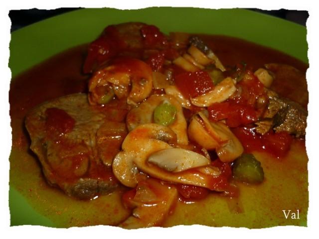 Langue de boeuf à la sauce tomate aux champignons