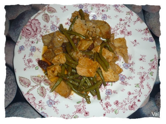 Tajine de porc aux raisins et haricots verts