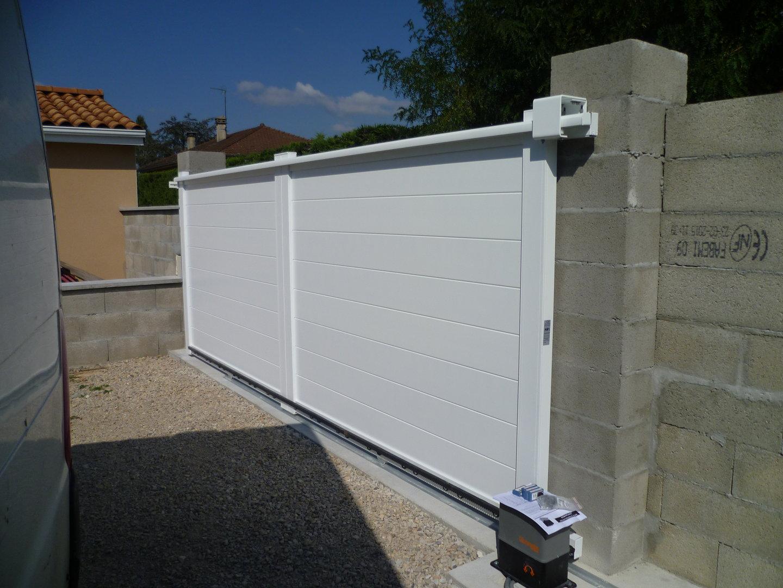 Installation & dépannage d\'automatismes de portes automatiques et portails.